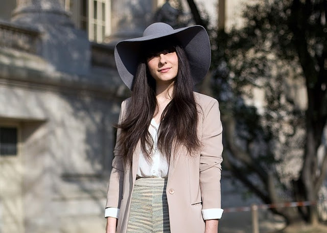 floppy_hat_vogue